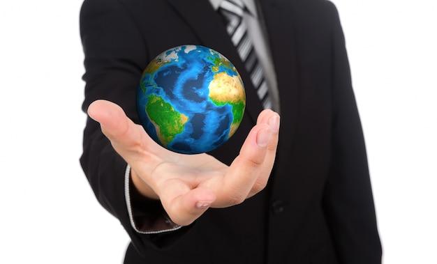 彼の手に地球儀を持つビジネスマン
