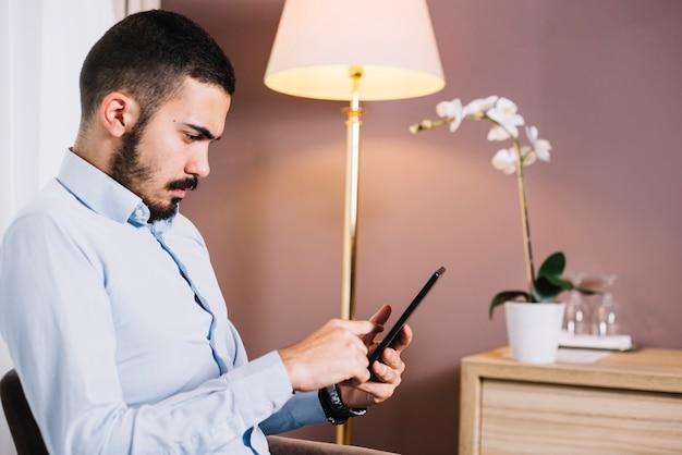 ビジネスマン、デジタル、タブレット