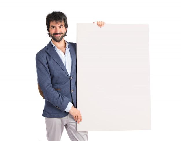 Бизнесмен с пустой плакат на фоне идолопоклонства