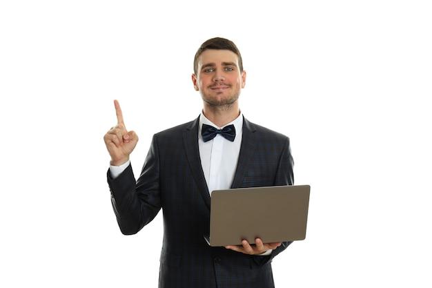 Бизнесмен с идеей и ноутбуком, изолированные на белом фоне.