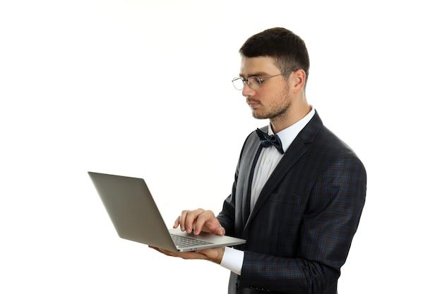 Бизнесмен с ноутбуком, изолированные на белом фоне.