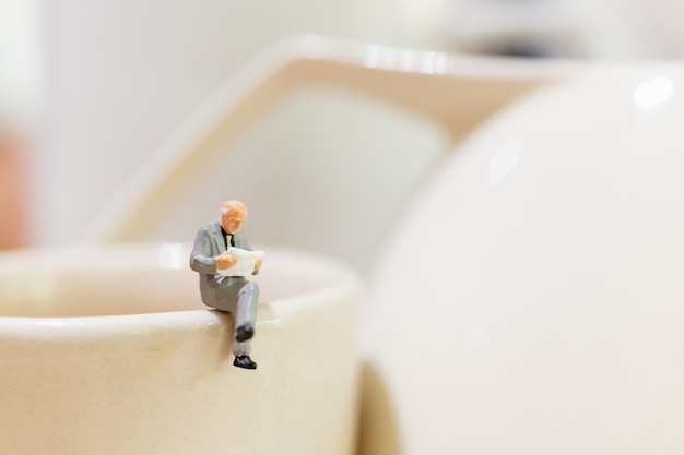 Businessman and woman sitting on a cup of tea