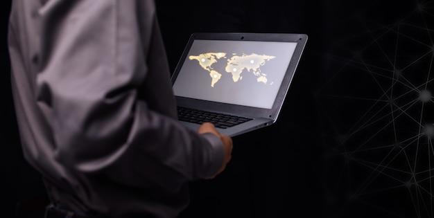 ビジネスマンの仕事の投資シェアは、世界中で利益を上げてお金を稼ぎます。