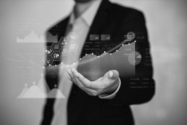 ビジネスマンは、デジタル拡張現実グラフによる経済分析の財務結果のためにaiと協力します