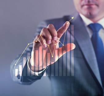 ビジネスコンセプトのグラフを操作するビジネスマン