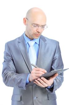 Бизнесмен, писать в буфер обмена, изолированные на белом фоне