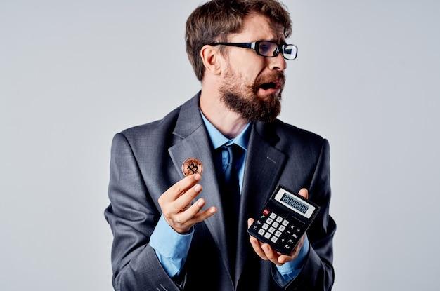 スーツ投資経済のビジネスマンの為替レートの変化スタジオオフィシャル