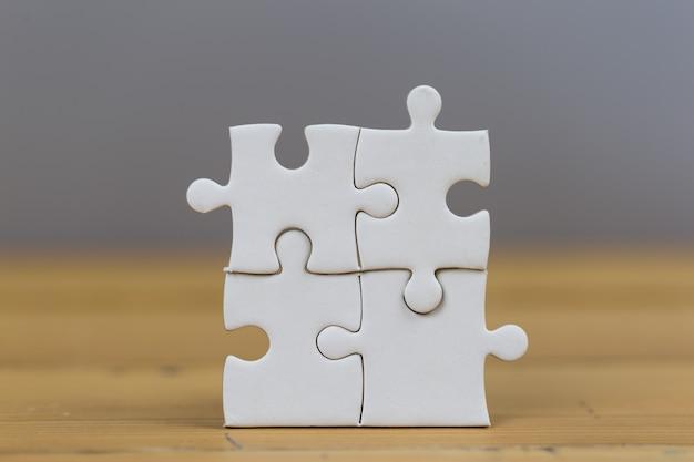 ビジネスマンは最後のパズルピース、ビジネスサービスの概念を成功に導きました。