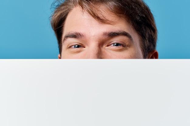 孤立した背景広告ビジネスマンホワイトシートプレゼンテーション