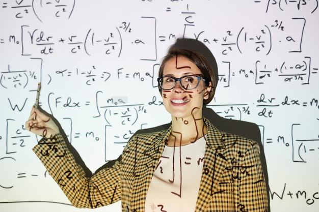 Businesswoman calculating formulas