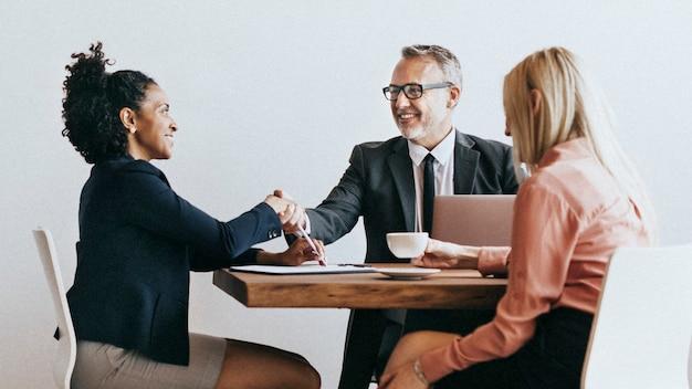 ビジネスマンとの実業家の握手