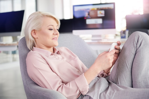 Businesswoman looking for love online