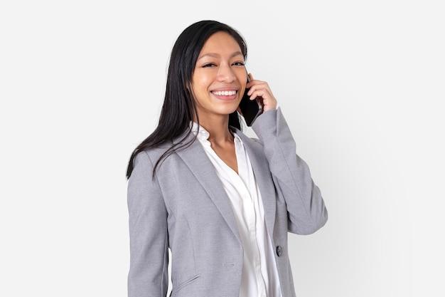 전화 통화 하는 사업가
