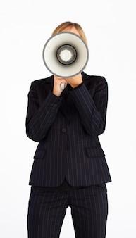 Предприниматель с мегафоном, скрывающим ее лицо