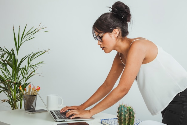 Businesswoman working with a bad posture