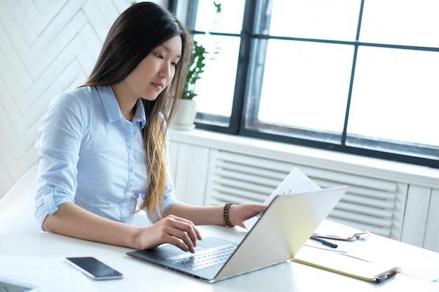 働く女性実業家