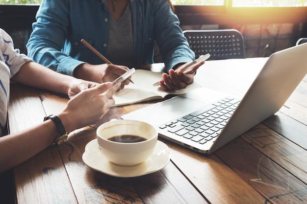 ビジネスマン、チームワーク、カフェ、仕事