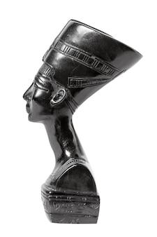 白い背景の上のネフェルティティエジプトの女王の胸像
