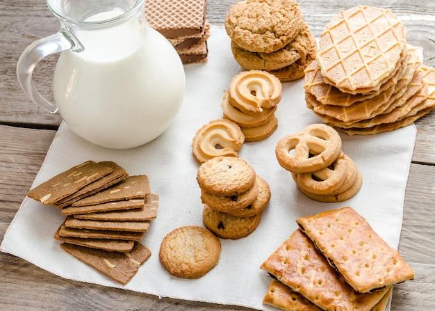 Масло и миндальное печенье