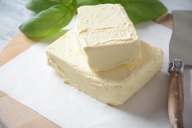 Сливочное масло сливочное масло с базиликом