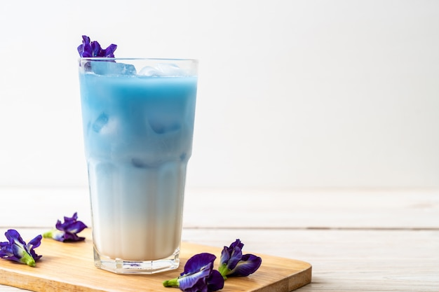 Butterfly pea juice with milk