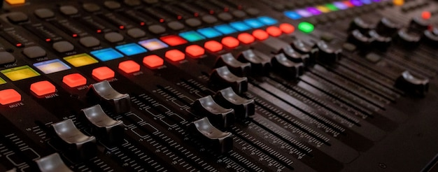 サウンドミキサー制御用のボタン機器