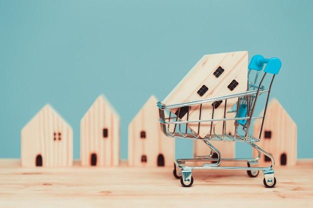 Купите дома деревянный дом с тележкой или купите новый дом по акции ипотечного кредитования.
