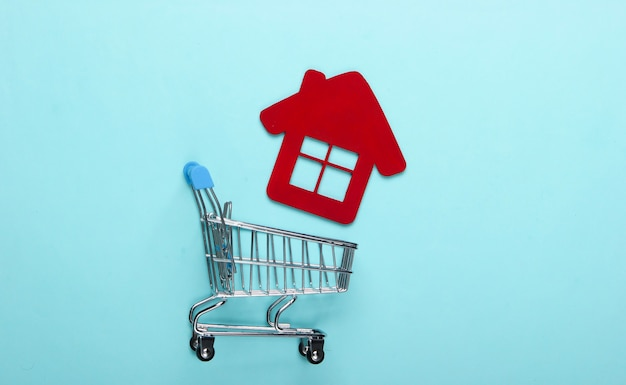홈 컨셉 구매. 파란색 배경에 집 그림으로 쇼핑 트롤리. 평면도