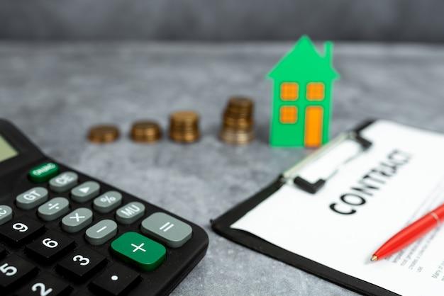 새 집 구입 아이디어, 재산 보험 계약, 주택 판매 거래, 집 비용 계산, 가계 비용 절약, 추상 판매 부동산 소유권 구입