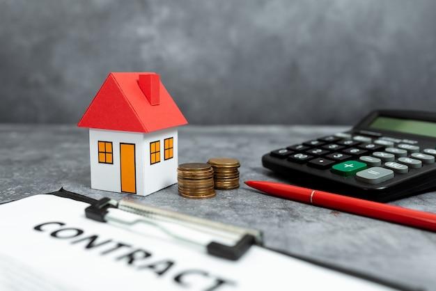 新しい家のアイデアの購入、財産保険契約、住宅販売取引、住宅コストの計算、家計の節約、抽象的な販売不動産所有権の購入