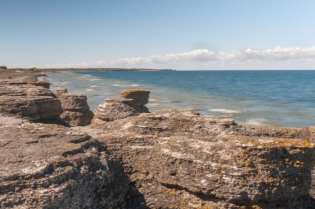 Byrum raukar на шведском острове оланд: впечатляющие известняковые образования.