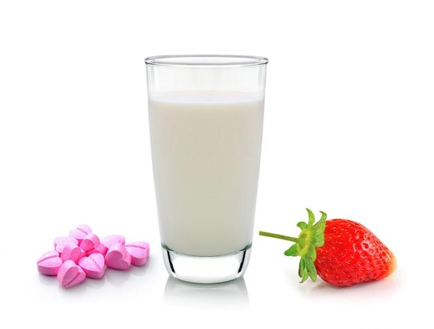 ミルクビタミンcと白のイチゴのガラス