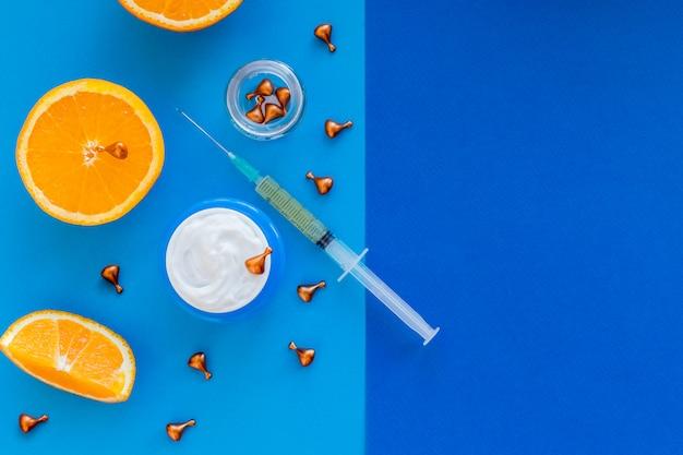 ビタミンc、天然アンチエイジング化粧品美容液、オレンジフルーツスライスの注射器。