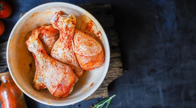生c鶏の足のマリネパプリカバーベキューグリルした肉の家禽