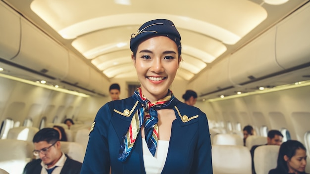 飛行機で働く客室乗務員