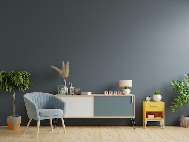 현대 거실의 캐비닛, 빈 어두운 벽 배경에 안락 의자가있는 밝은 거실의 인테리어
