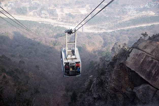 ケーブルカーで韓国の山まで登る