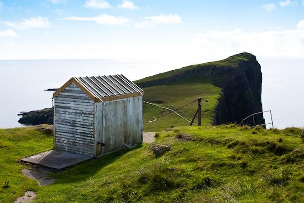 スコットランドのケーブルウェイ、崖の近く