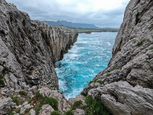스페인 아스투리아스의 카보 델 마르 경치 좋은 해안선 풍경보기