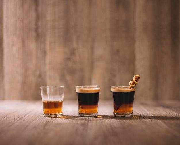 Cafe botella vidrio liquor packaging Premium Photo