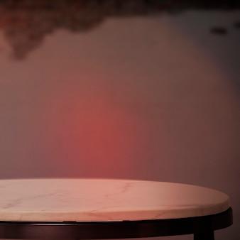 カフェ製品の背景、赤いネオンの光の白い大理石
