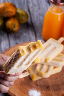 カジャマンガ アイスキャンディー。ブラジル内陸部の代表的な果物