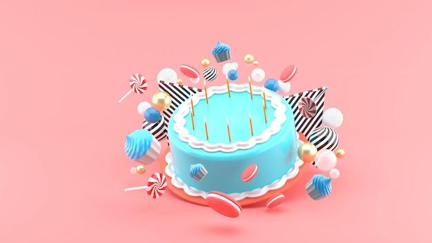Торт среди разноцветных шариков на розовом пространстве