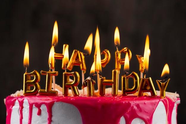 Композиция из торта и свечей