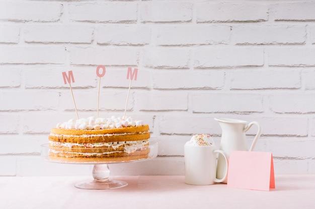 母の日のケーキとコーヒー