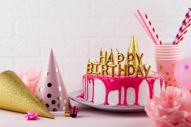 ケーキやパーティーの飾りの配置