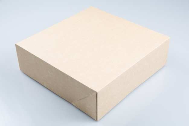 独自のロゴを受け取る準備ができたケーキボックス
