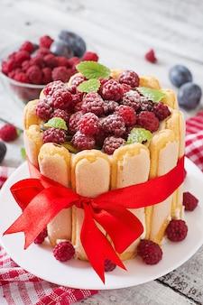 산딸기와 자두 케이크