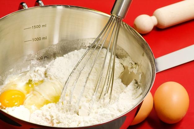 Cake mixture and confectioner utensils