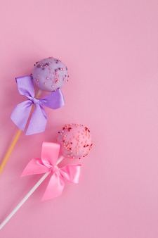 Cake pops with ribbon bows